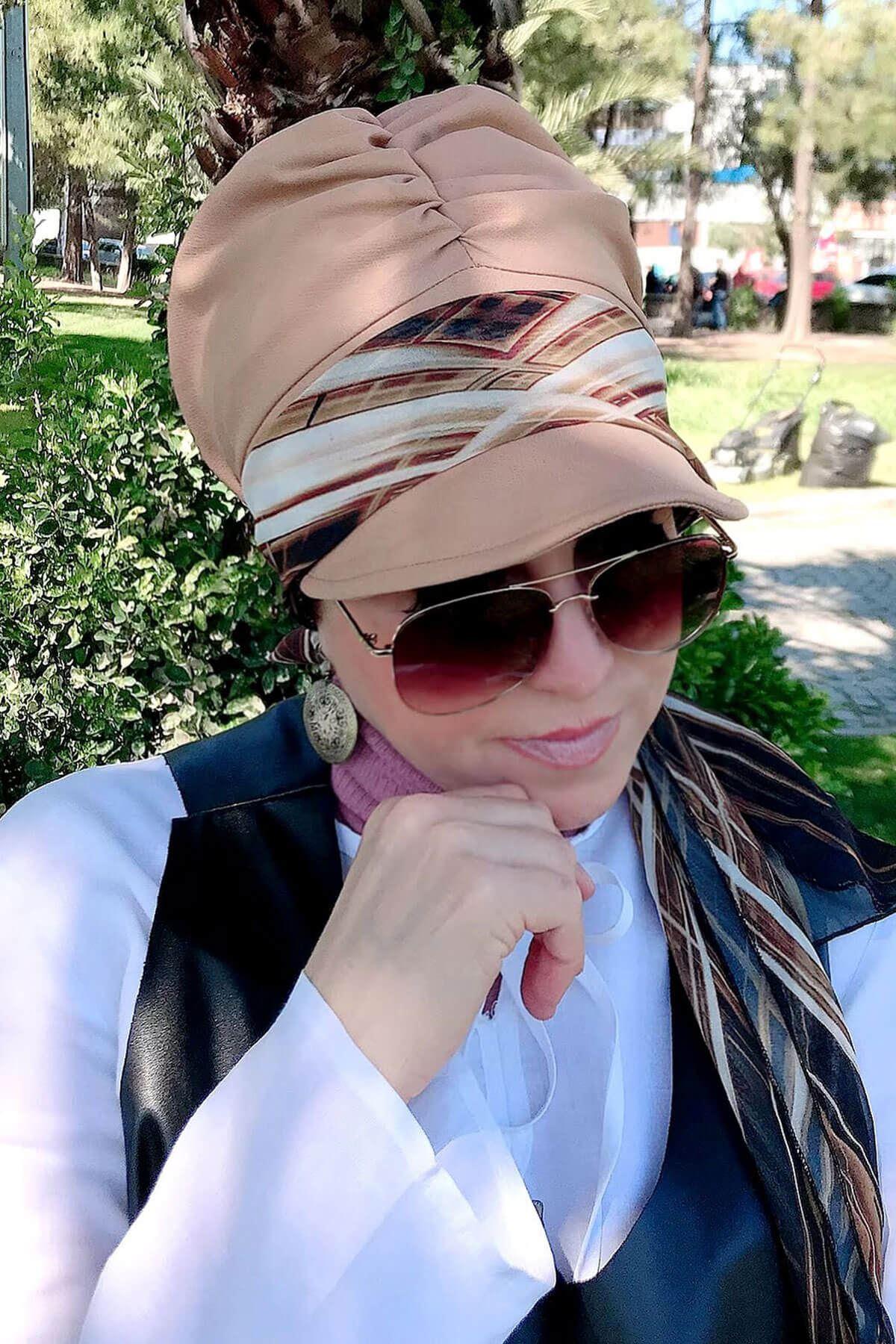 Kahverengi Çizgili Vizon Fularlı Şapka