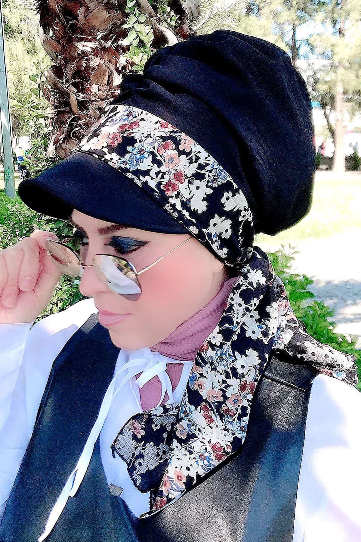 Beyaz Çiçek Desenli Siyah Fularlı Şapka