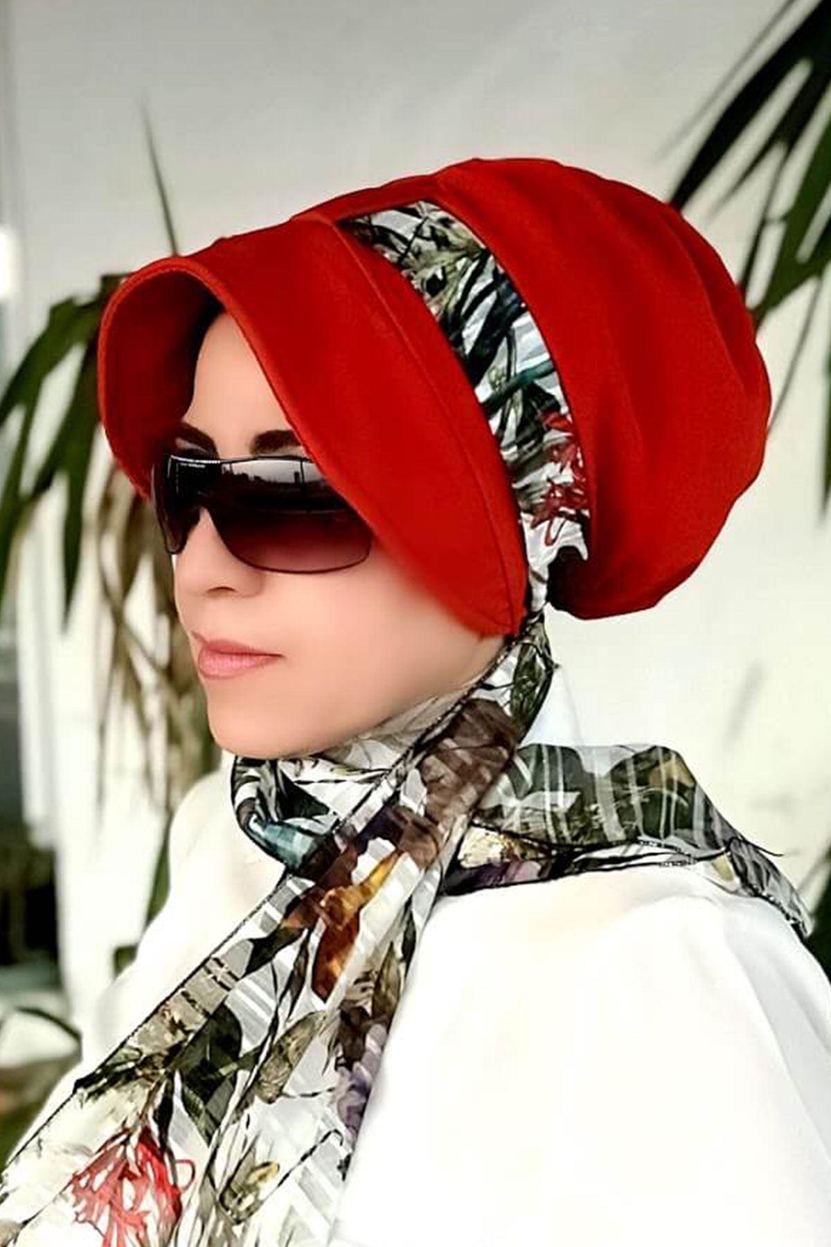 Yaprak Desenli Kırmızı Siperli Şapka