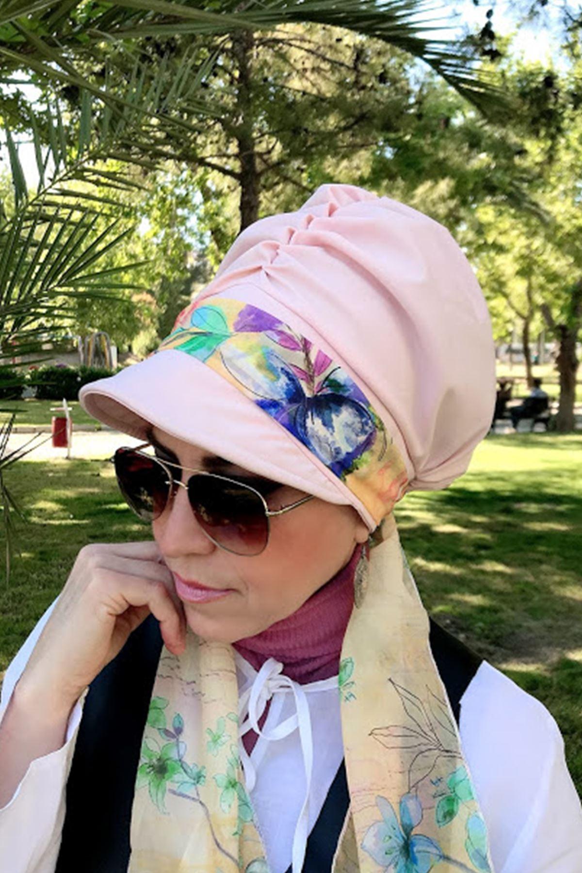 Ebru Desen Pembe Fularlı Şapka