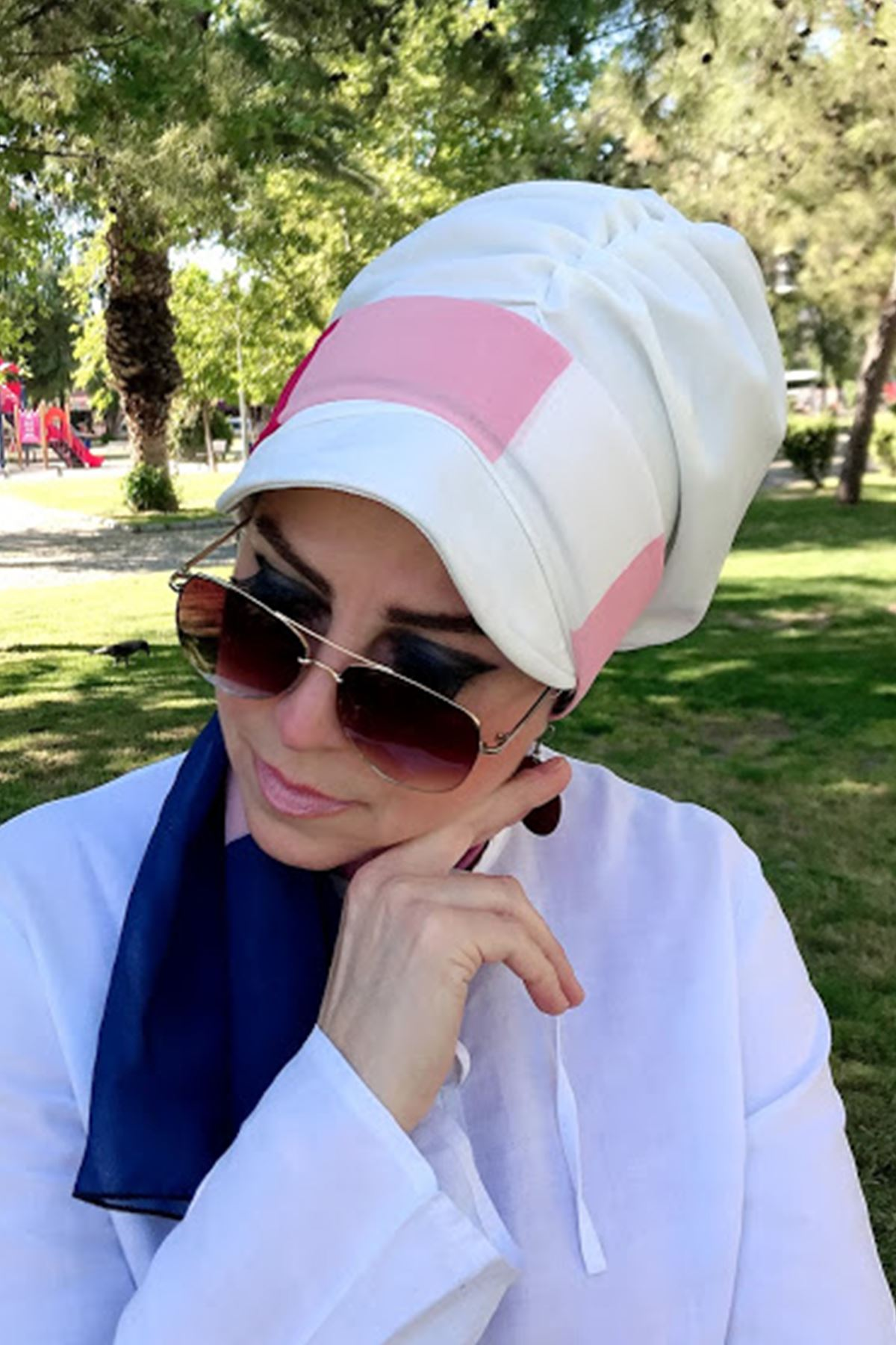 Renk Geçişli Beyaz Fularlı Şapka