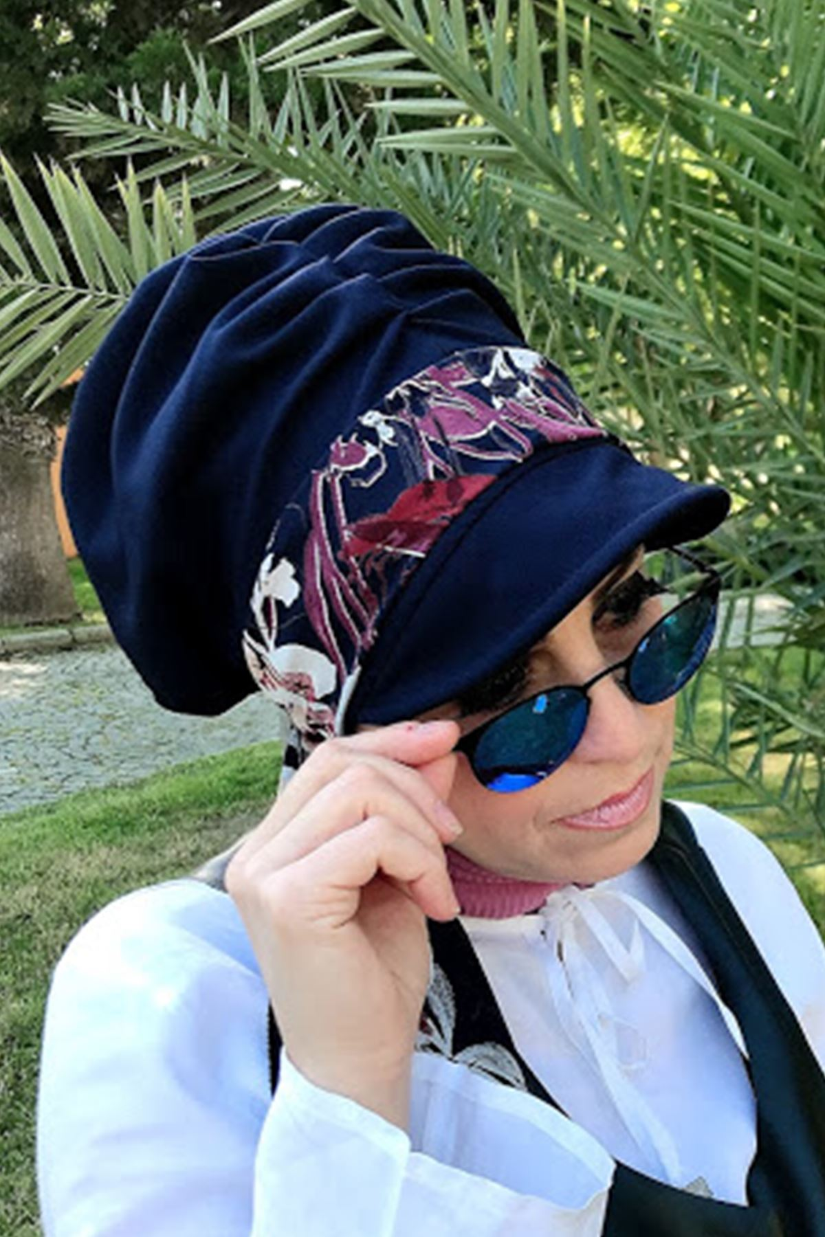 Bordo Beyaz Çiçekli Lacivert Fularlı Şapka
