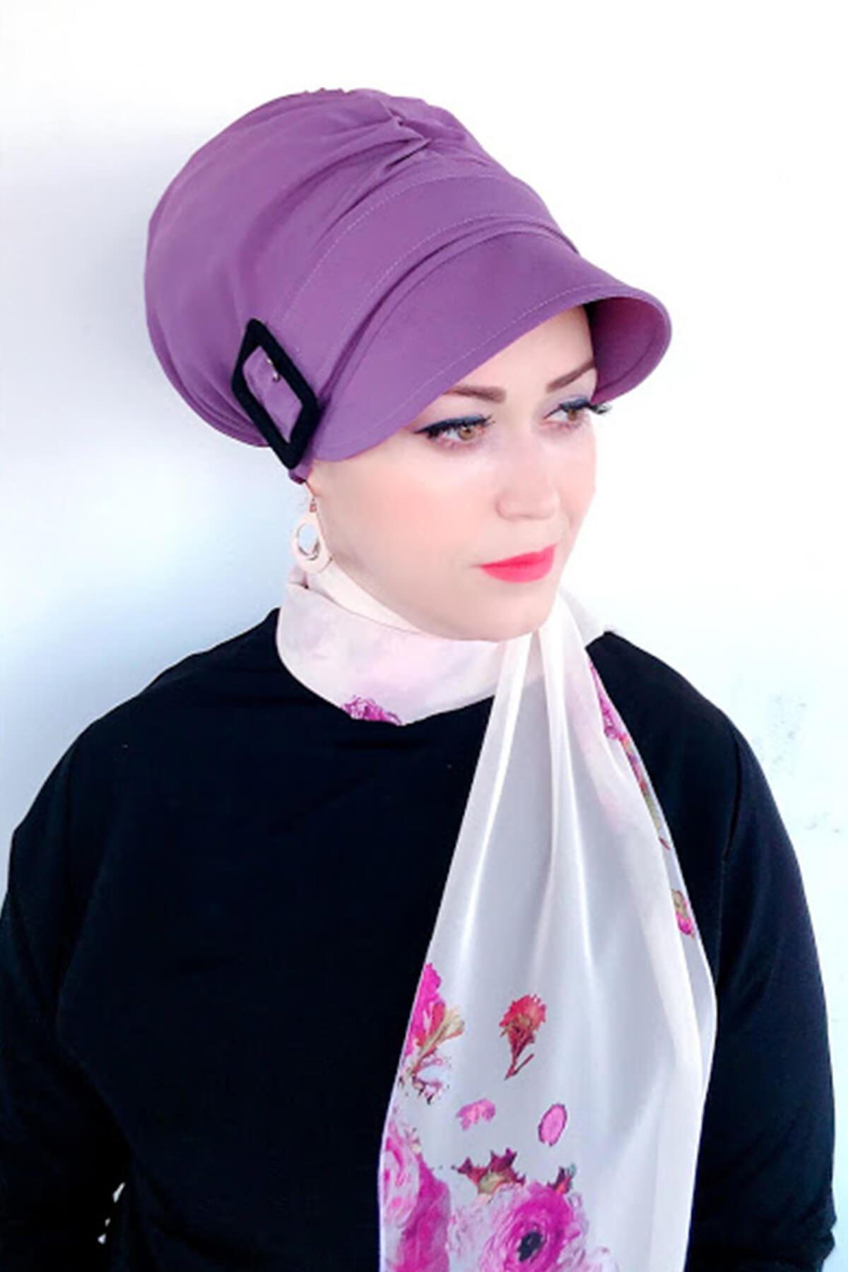 Lila Rengi Siyah Tokalı Şapka