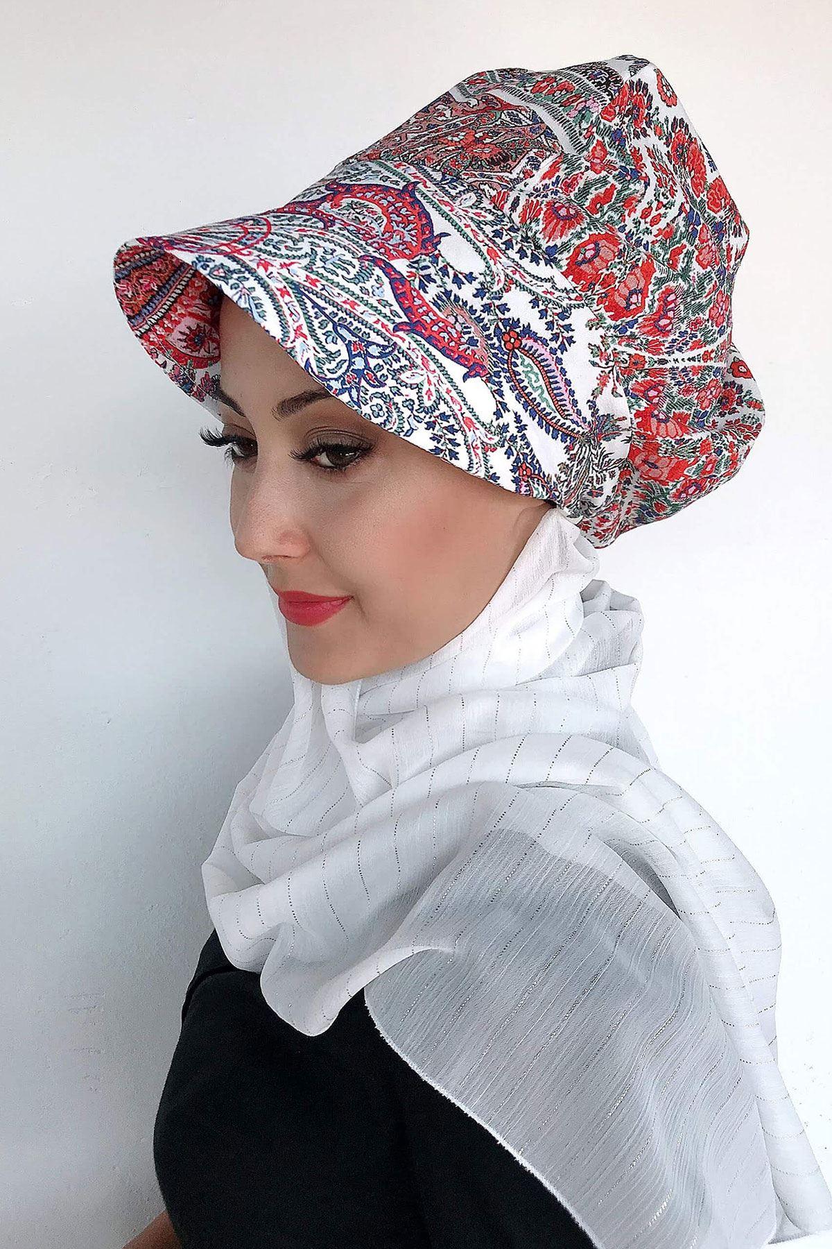 Beyaz Şal Desenli Atkılı Şapka