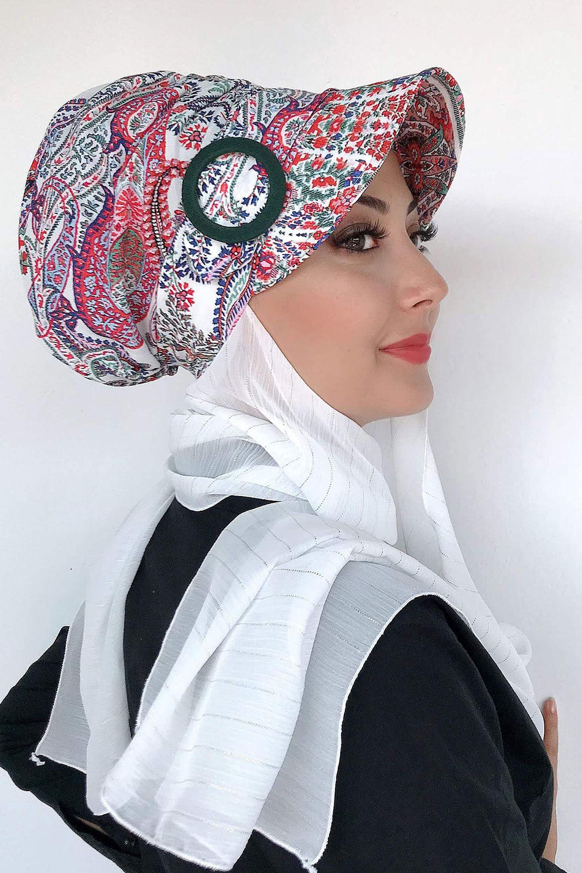 Beyaz Şal Desenli Tokalı Atkılı Şapka