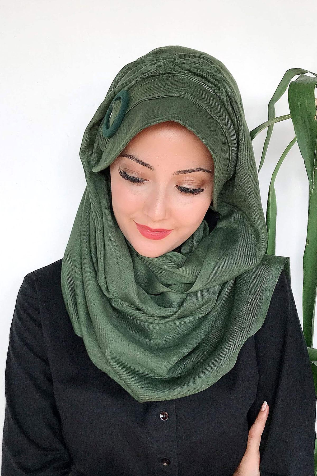 Çimen Yeşili Tokalı Şapka Şal