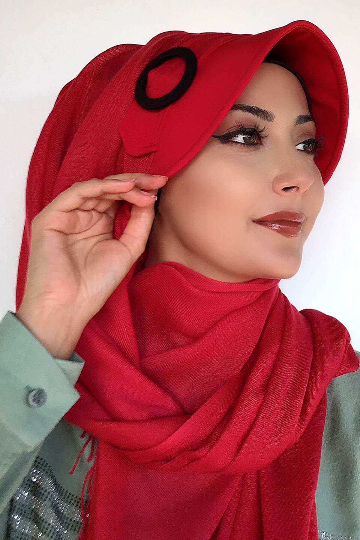 Siyah Tokalı Kırmızı Renkli Hazır Şapka Şal