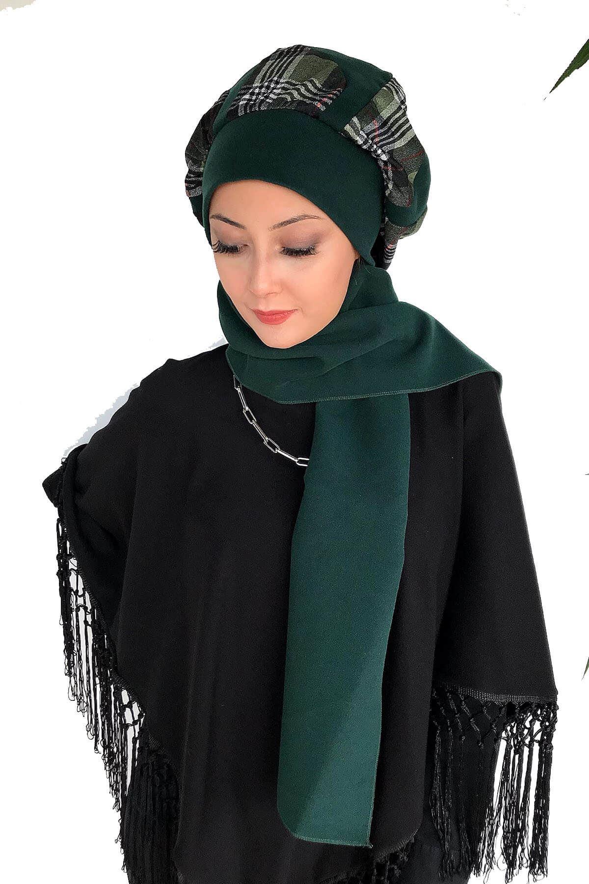 Zümrüt Yeşili Kaşe Yeşil Ekose Detaylı Atkılı Bere Şal&Dantel Detaylı Siyah Panço Kombin