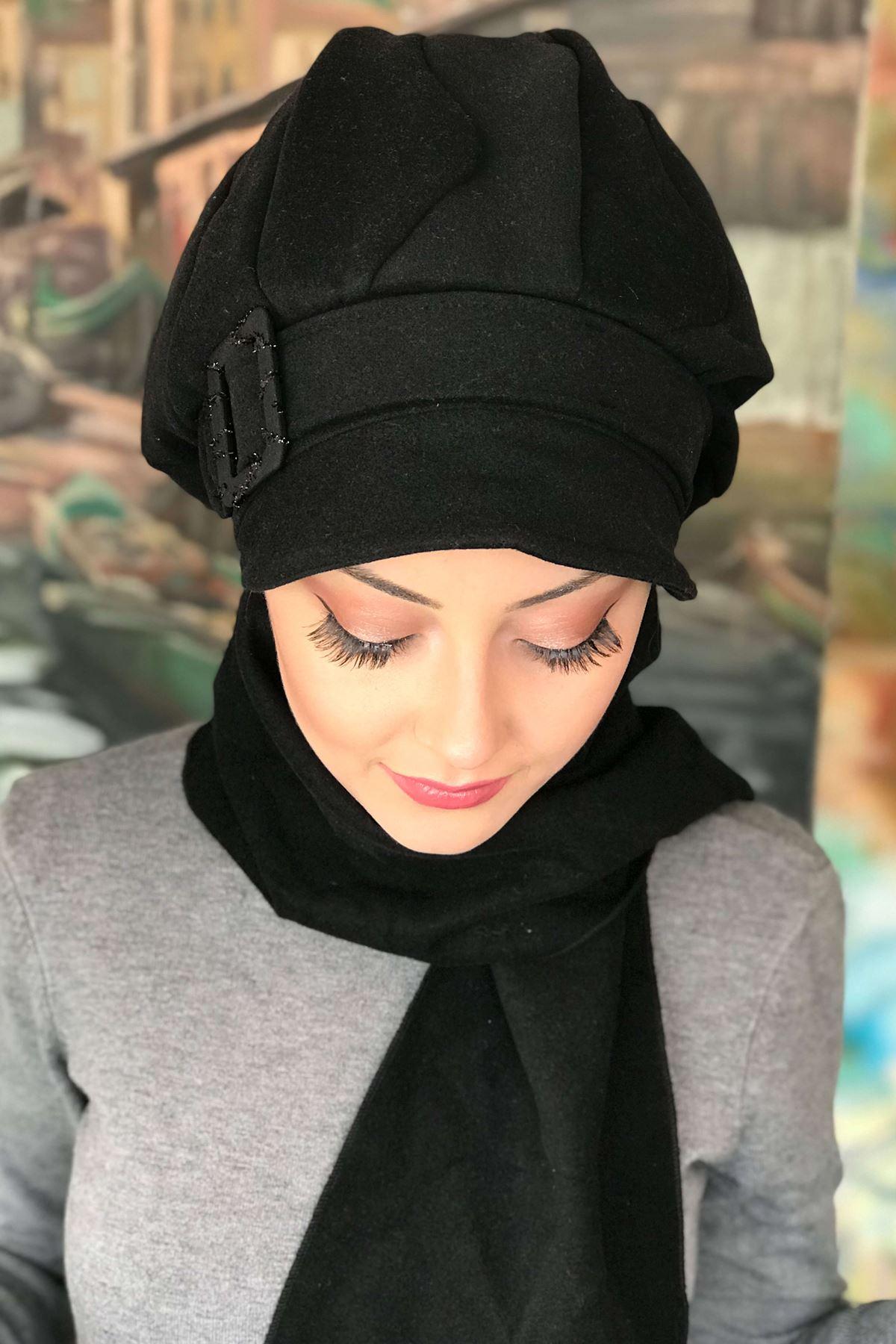 Siyah Tokalı Siyah Atkılı Kaşe Şapka Şal
