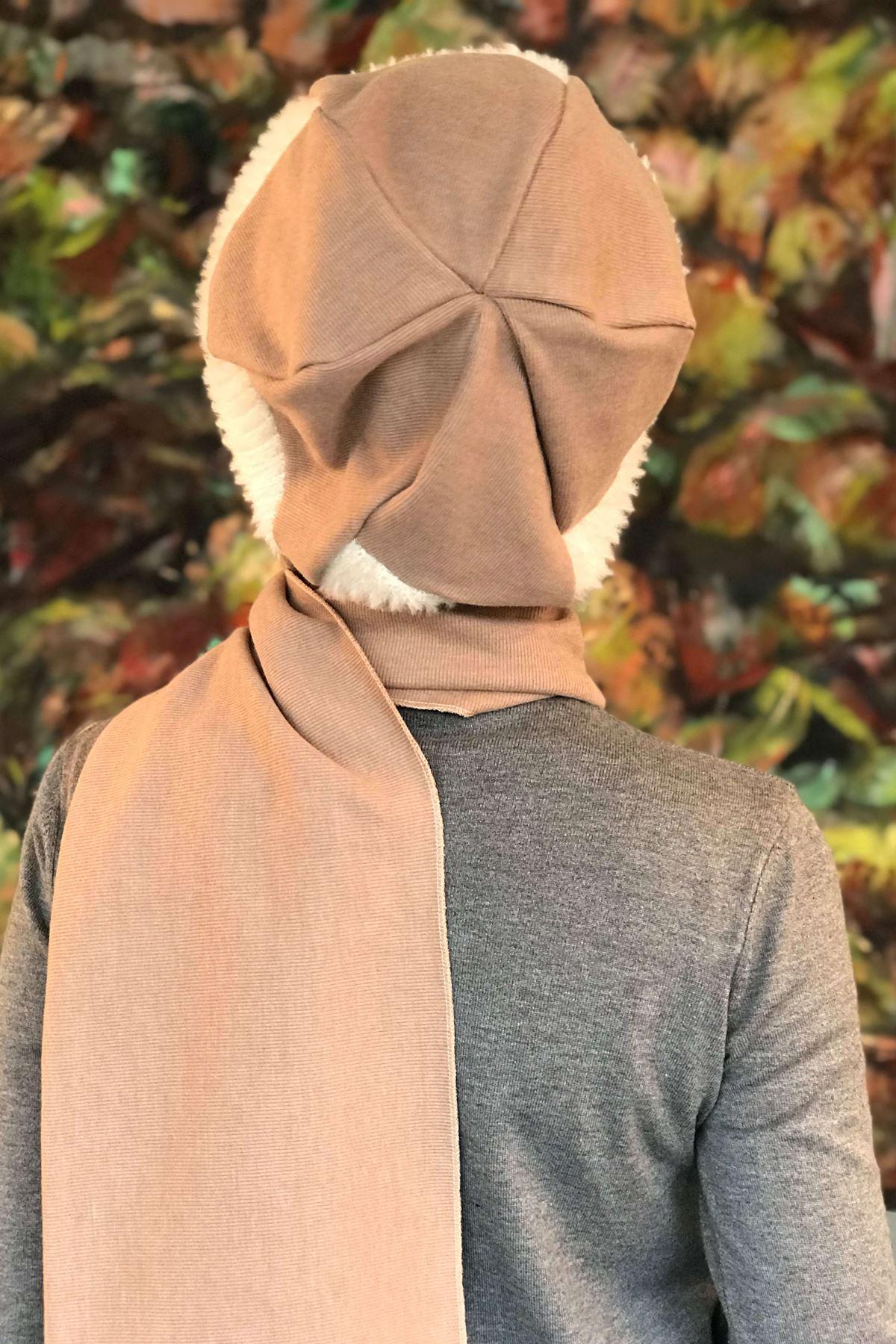 Bej Rengi Tokalı Krem Çarkıfelek Desenli Kendinden Atkılı Şapka Şal
