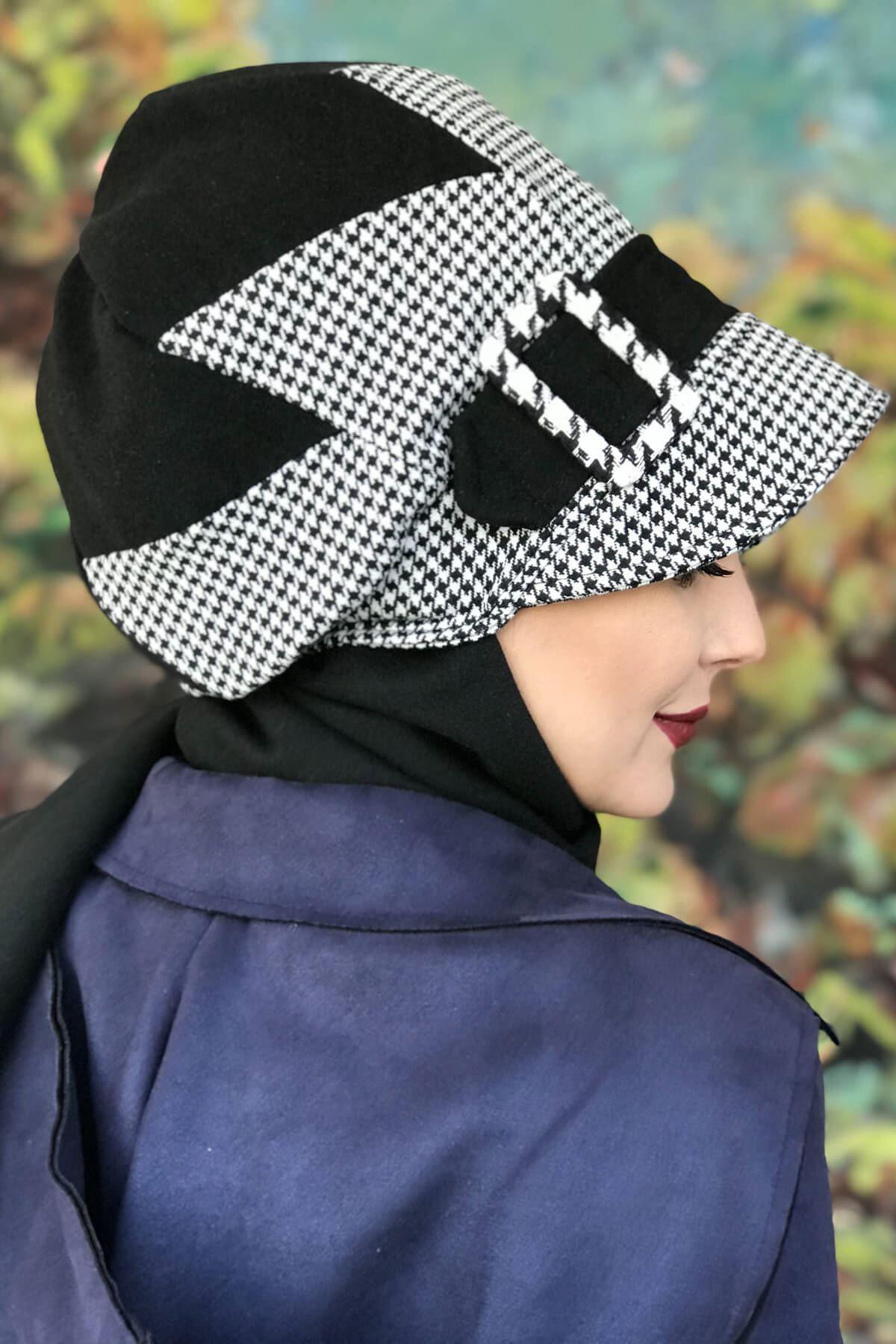 Siyah Beyaz Çarkıfelek Modelli Kazayağı Tokalı Şapka Şal