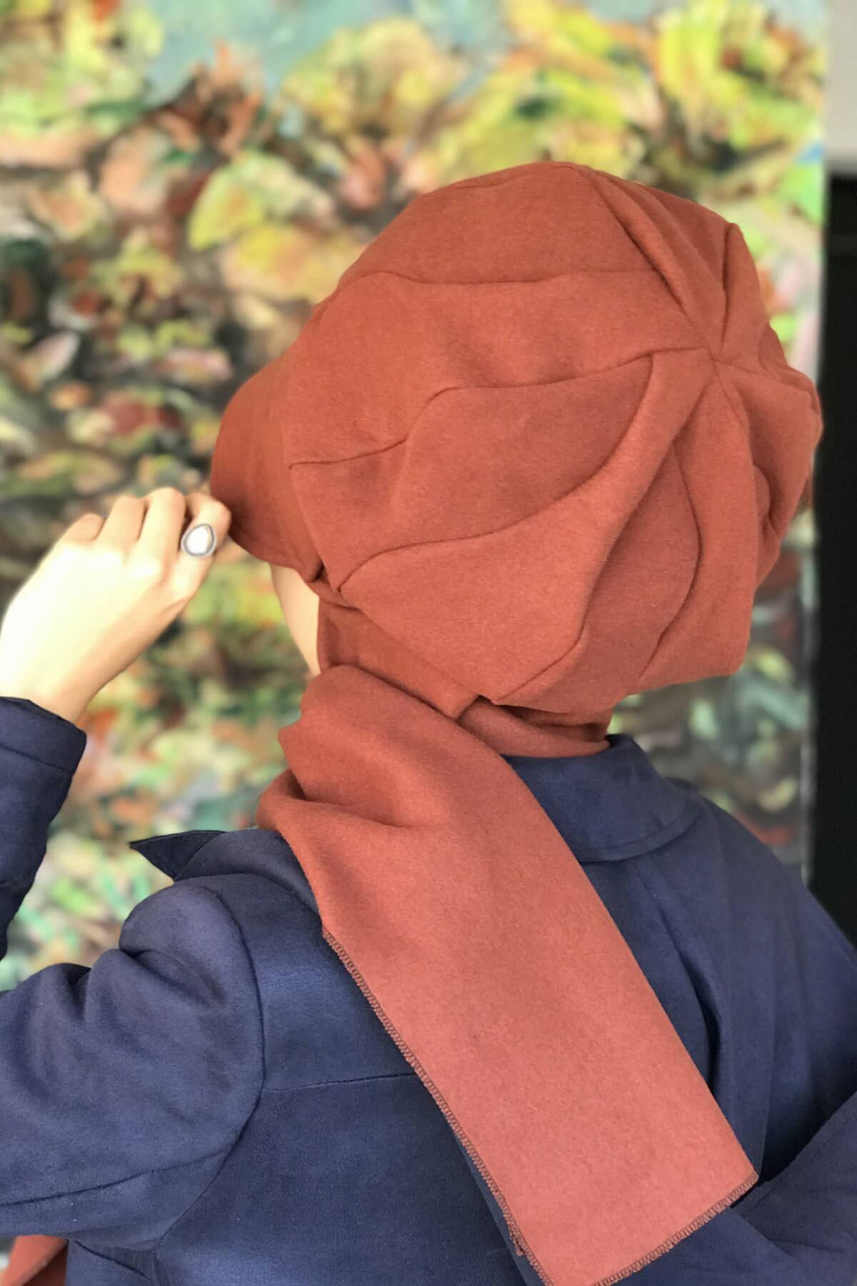 Tarçın Renkli Elif Model Tokalı Şapka Şal