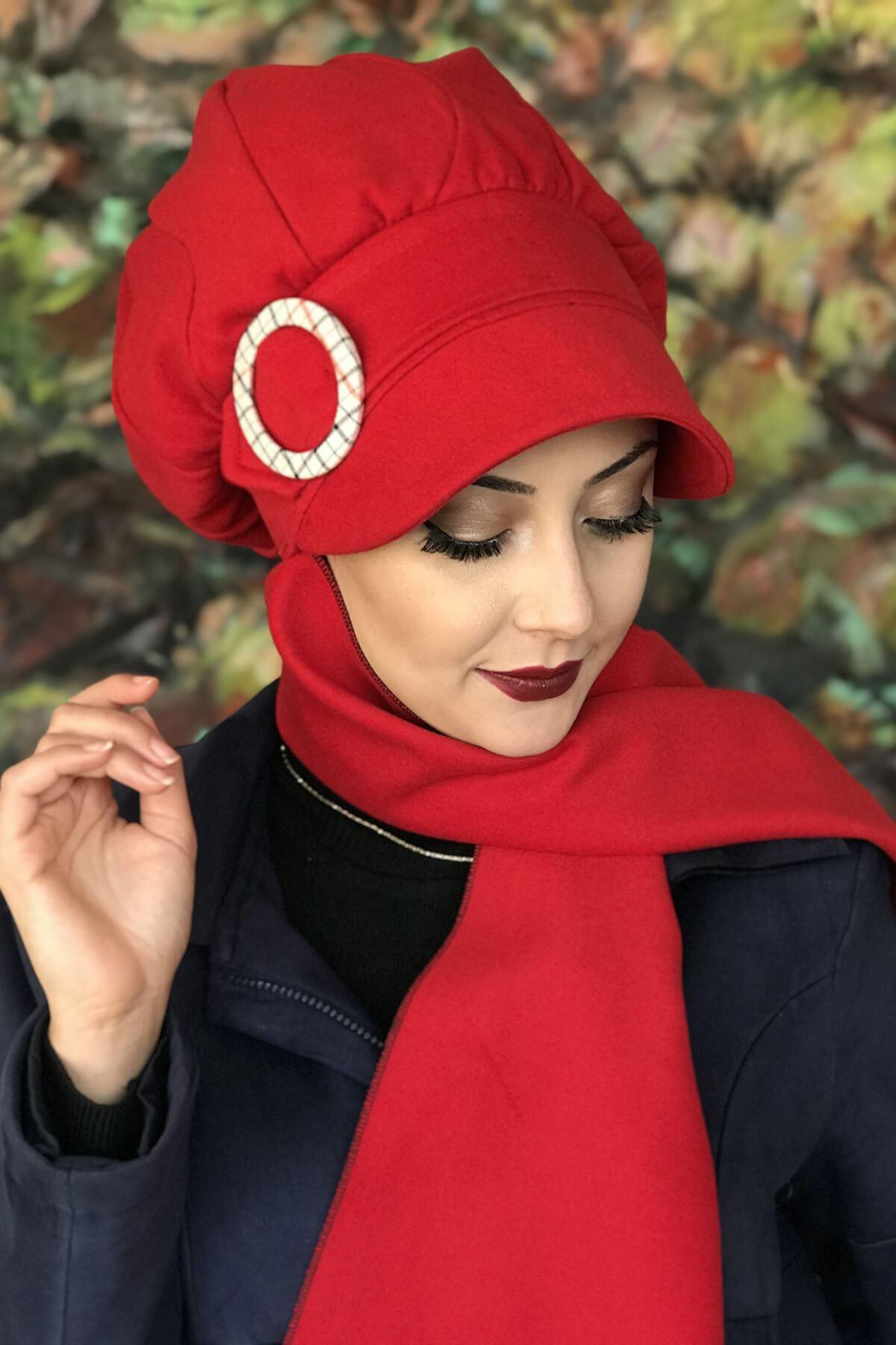 Kırmızı Renkli Yuvarlak Tokalı Şapka Şal Elif Model