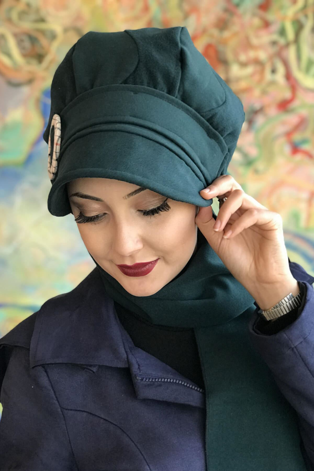 Zümrüt Yeşili Renkli Yuvarlak Tokalı Şapka Şal Elif Model