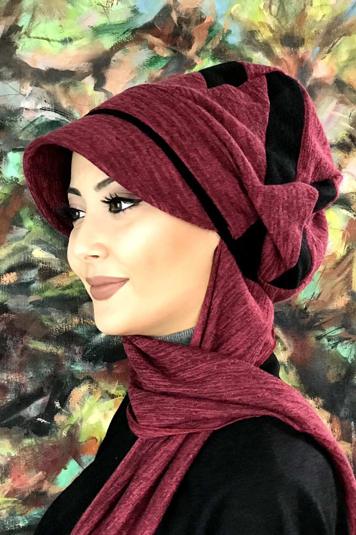 Siyah Şerit Detaylı Atkılı Tokalı Vişne Renkli Şapka Şal