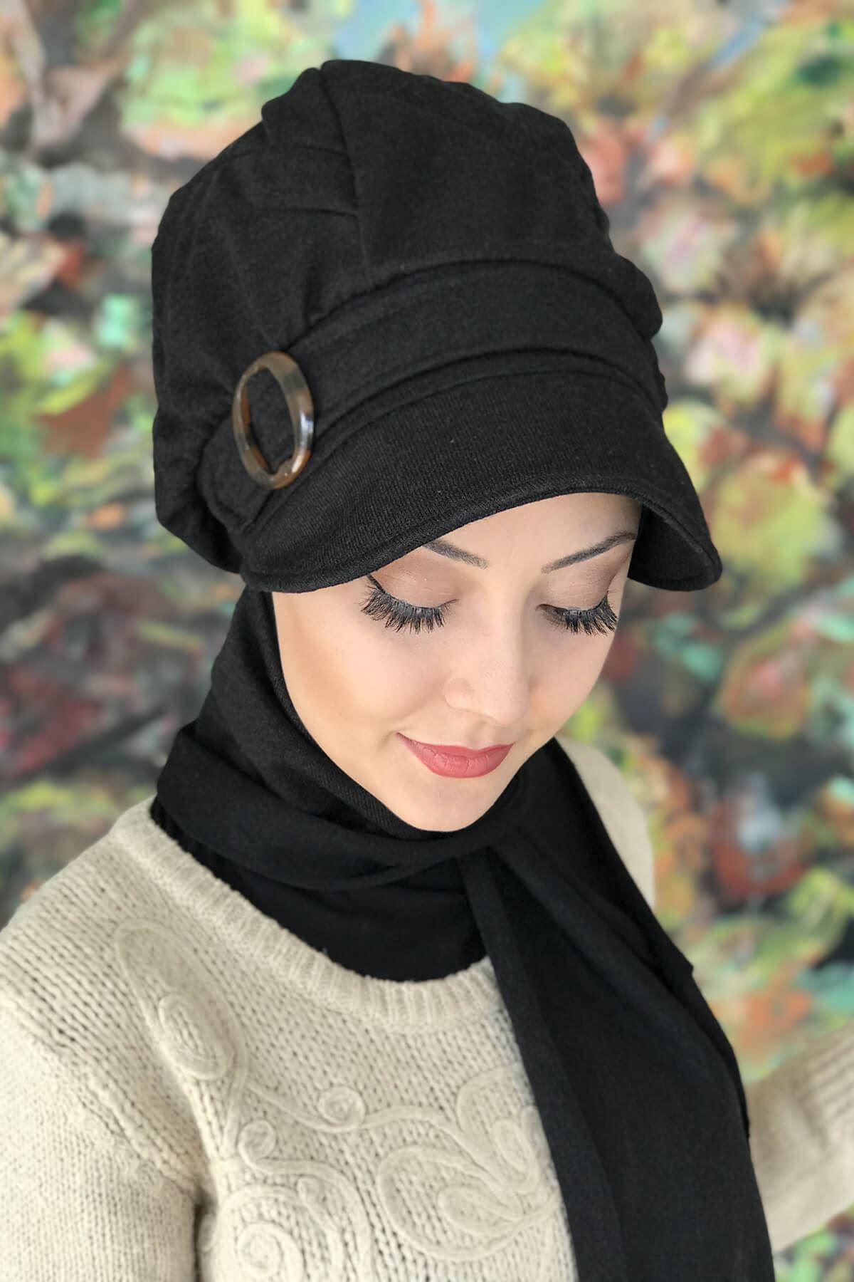 Siyah Tokalı Atkılı Siyah Şeritli Şapka Şal