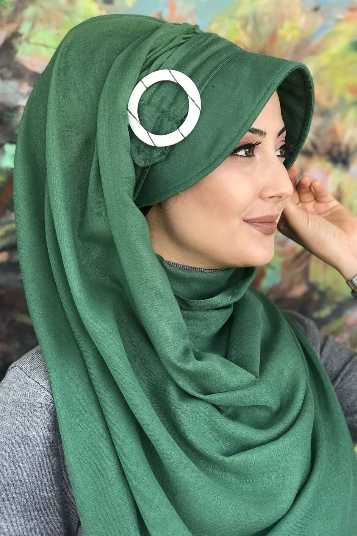 Zümrüt Yeşili Renkli Tokalı Hazır Şapka Şal