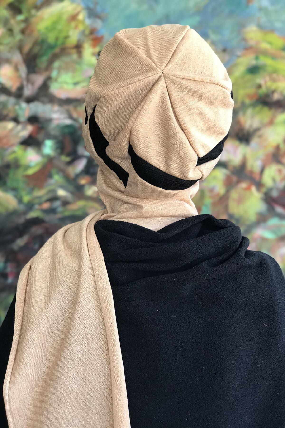 Krem Rengi Tokalı Atkılı Siyah Şeritli Şapka