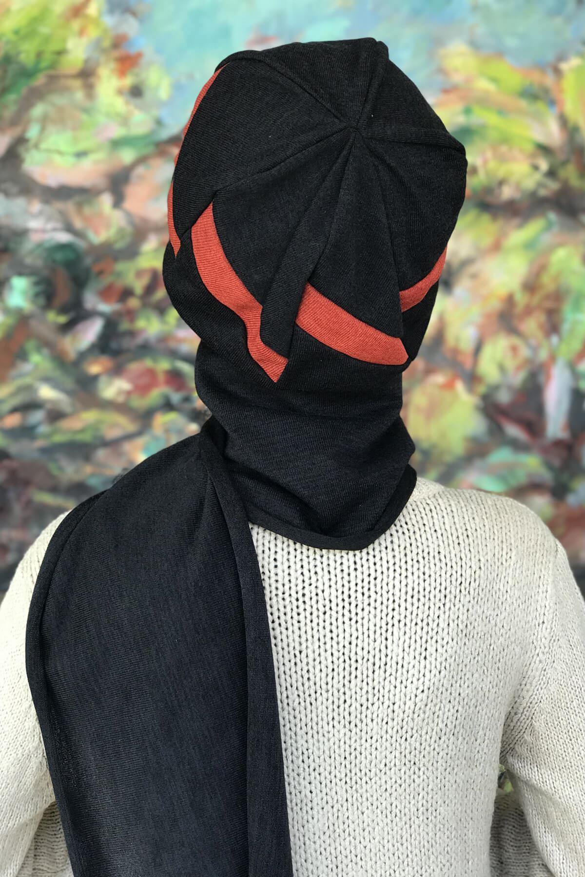 Bakır Tarçın Rengi Şeritli Siyah Tokalı Atkılı Bere