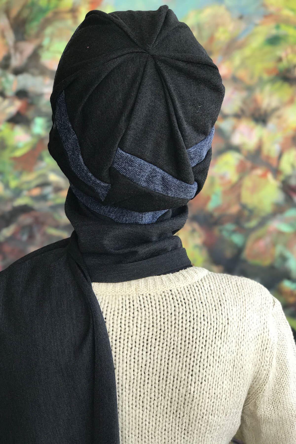 Siyah Atkılı Mavi Şeritli Tokalı Bere