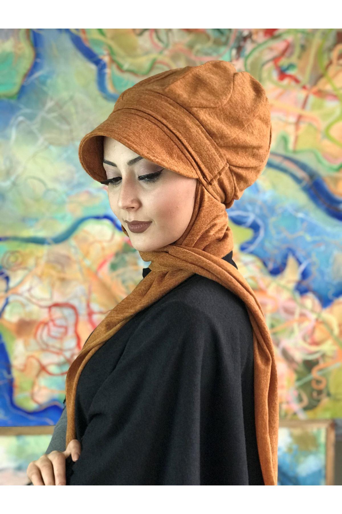 Zerdeçal Renkli Tokalı Atkılı Şapka