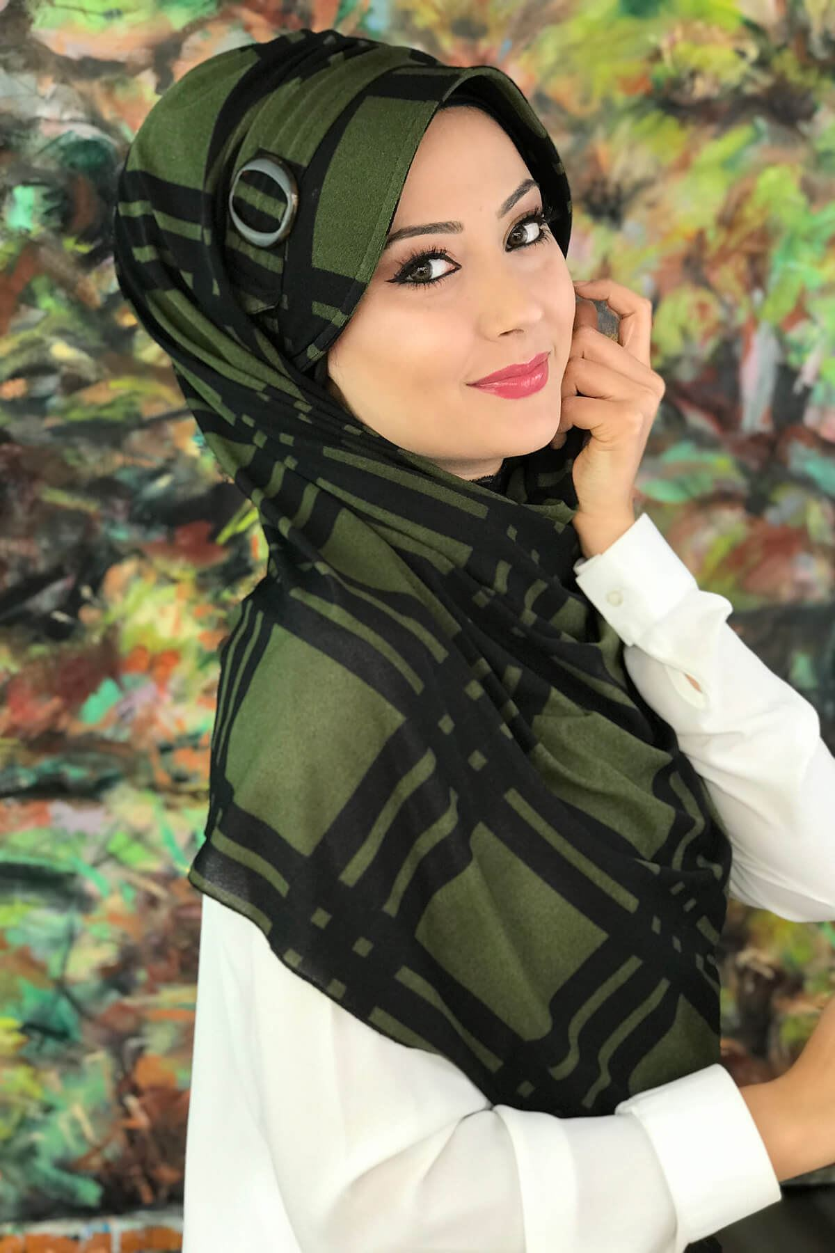 Siyah Ekoseli Koyu Yeşil Tokalı Şapka Şal