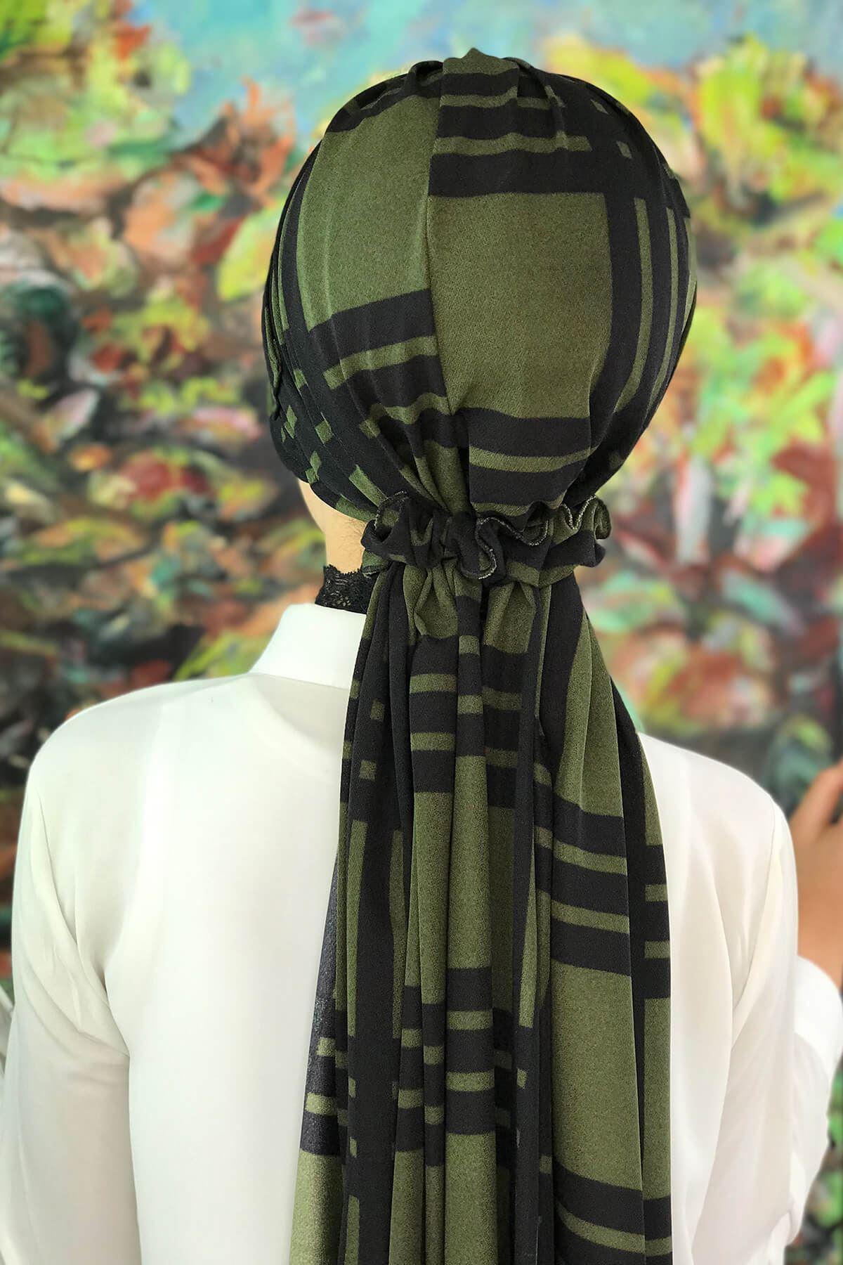 Siyah Ekoseli Koyu Yeşil Lastik Tokalı Şapka Şal