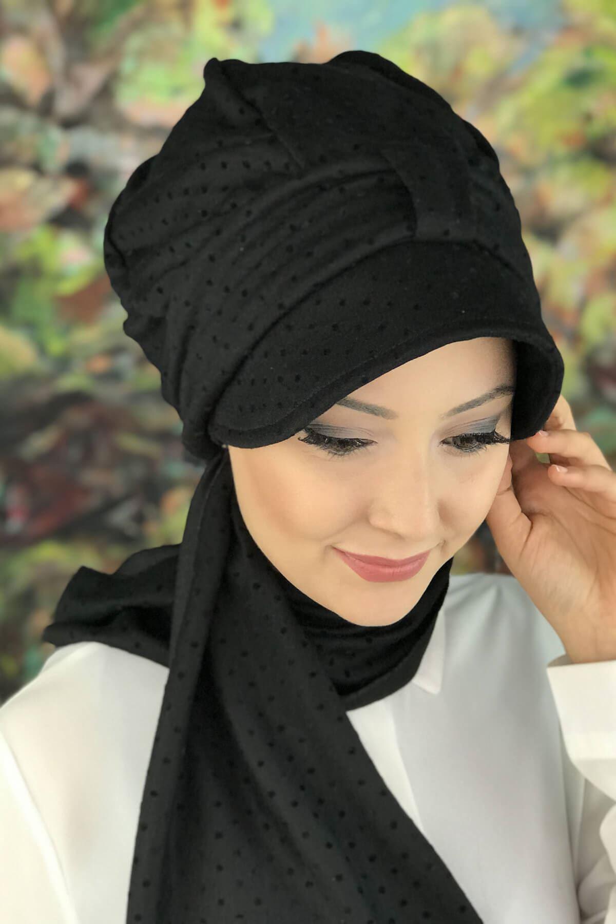 Siyah Benekli Desenli Atkılı Şapka